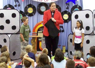 Dal Sanders as kids birthday party magician